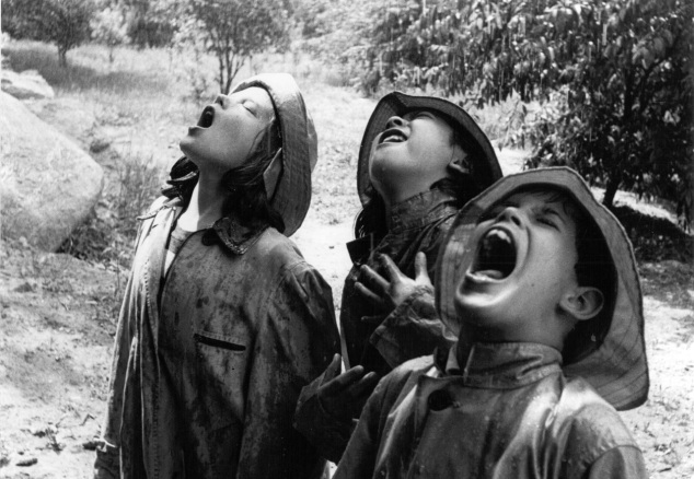 bm-children_singing_in_the_rain